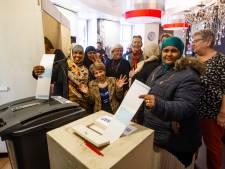 Voorlichting helpt Deventer vrouwen als Muhubo en Saniye over drempel van stembureau