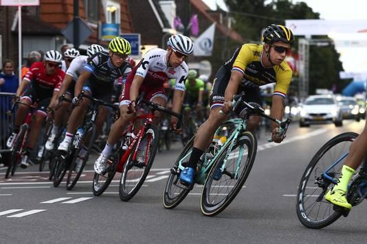 Het peloton door de straten van Boxmeer, bij Daags na de Tour vorig jaar.