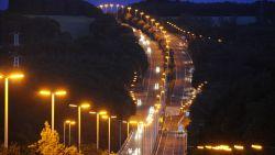 We zijn wereldkampioen lichtvervuiling en volgens de NY Times profiteren niet alleen onze snelwegen daarvan