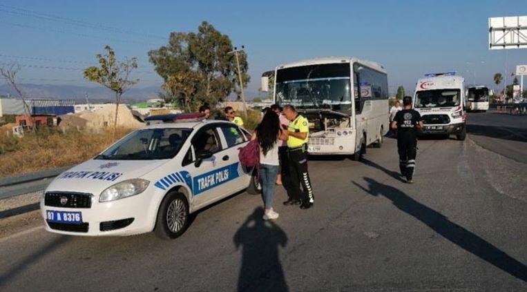 De toeristenbus raakte betrokken in een kleine kettingbotsing.