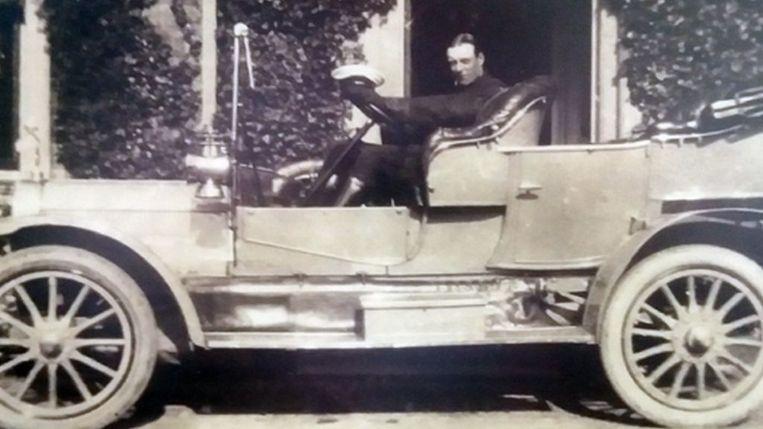 De auto waar het kenteken als eerste op werd gemonteerd.