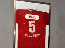 Voetbalclubs betuigen steun aan nabestaanden in Breda neergestoken Paul Pluijmert
