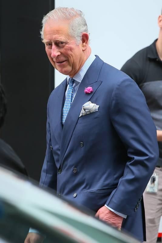 Prins Charles zal zijn toekomstige schoondochter 'weggeven'.