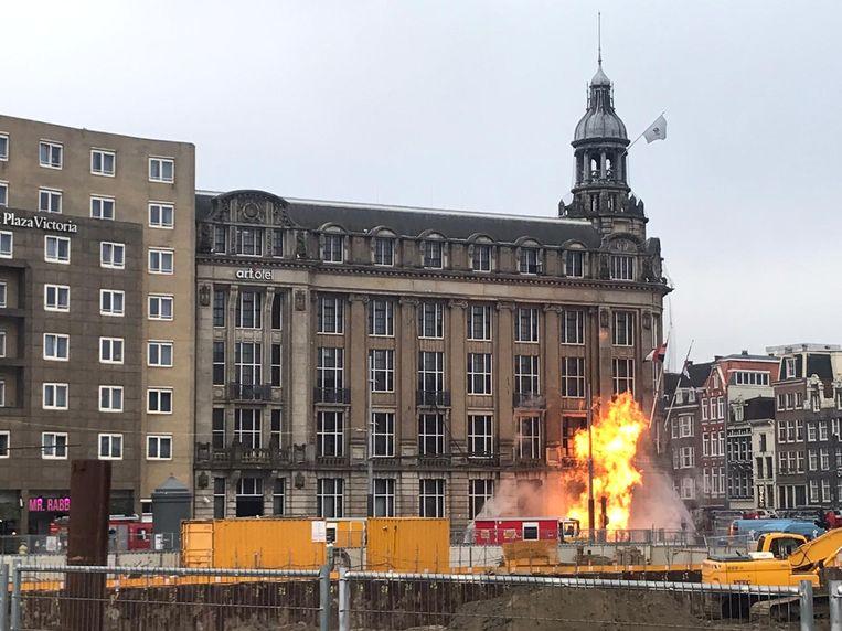 De brand voor het Art'Otel aan de Prins Hendrikkade.  Beeld Mairin van der Beek