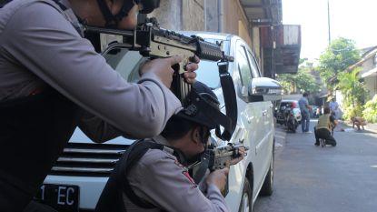 Tien gewonden bij bomaanslag op politiegebouw in Surabaya; vier terroristen gedood