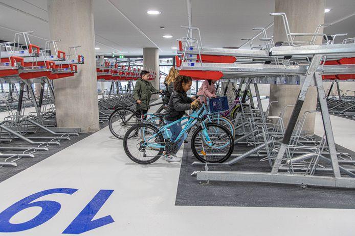 De nieuwe ondergrondse fietsenstalling bij het station in Zwolle.