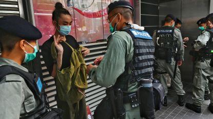 """""""Niet jullie zaak"""": China pareert kritiek op strenge veiligheidswet voor Hongkong, terwijl politie eerste arrestaties uitvoert"""