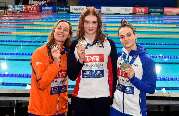 Heemskerk (l) met winnares Freya Anderson en zilverenmedaillewinnaar Beryl Gastaldello (r).  Beeld AFP