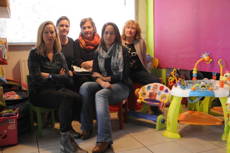 Onthaalouders Winnie, Sofie, Myriam, An en Els vragen dat hun verloning tijdig wordt uitbetaald door de stad Tienen.