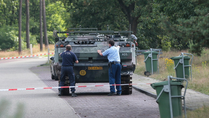 De gestolen YPR zoals die vorig jaar langs de A28 werd aangetroffen.