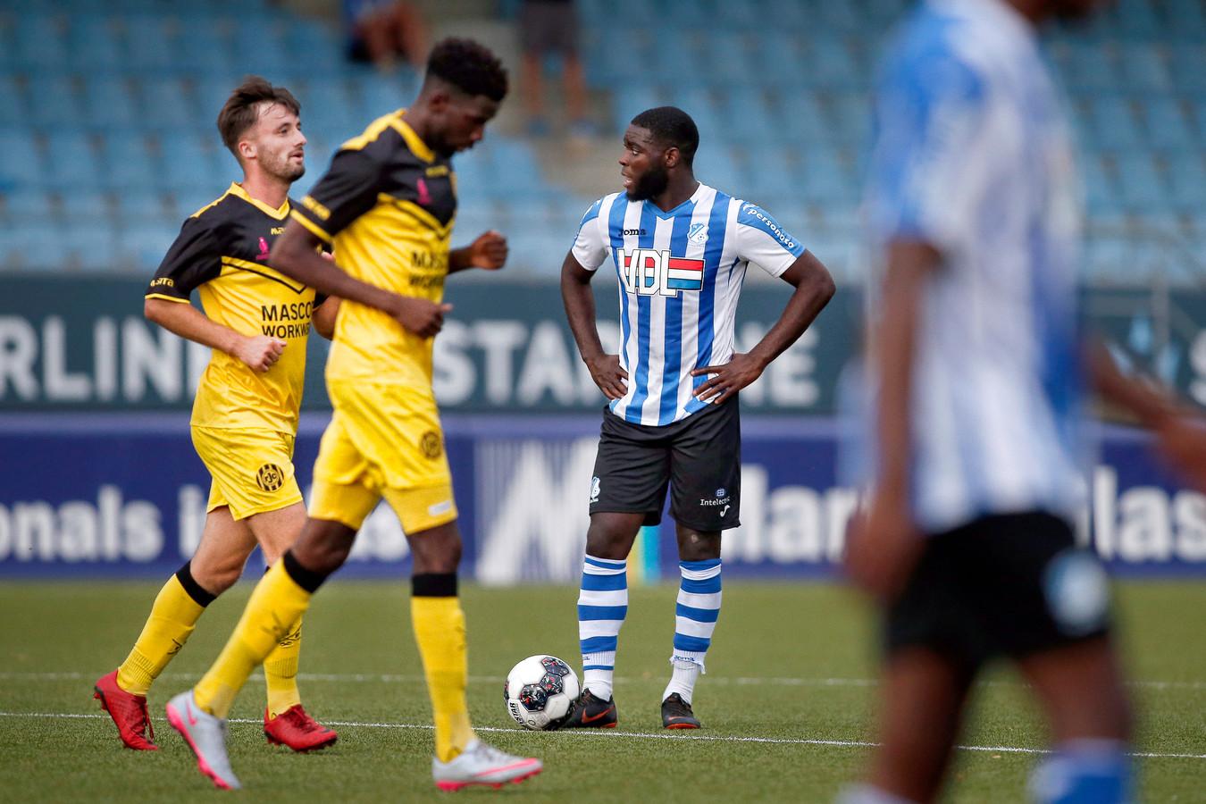 FC Eindhoven-speler Stevy Okitokandjo na de 0-1.