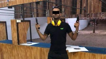 Wapenfreak meldt zich bij politie nadat vriendin in eigen voet schoot