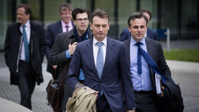 D-fractievoorzitter Halbe Zijlstra en VVD-Kamerlid Mark Harbers (R) vorige week bij het ministerie van Financien Beeld anp