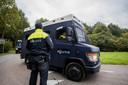 De politie zoekt naar de vermiste Anne Faber in de buurt van een golfterrein in Zeewolde. De Utrechtse wordt al ruim anderhalve week vermist.