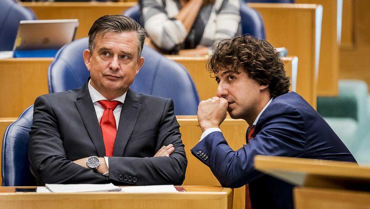 Roemer (SP) en Klaver (GroenLinks) overleggen tijdens de APB. Beeld anp