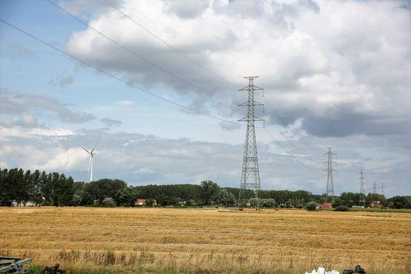 In totaal vervangt Elia achttien hoogspanningsmasten op de hoogspanningslijn Buizingen-Drogenbos.