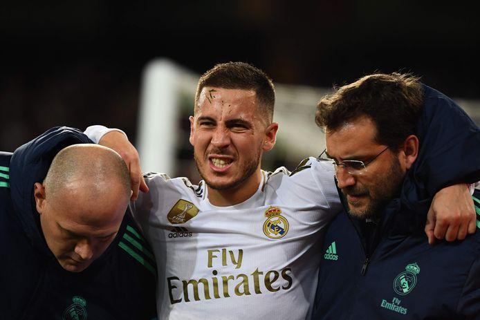Eden Hazard wordt gewisseld in het Champions League-duel met PSG.