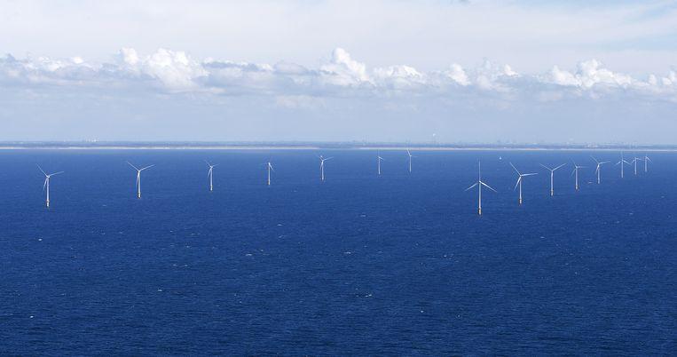 Windmolenpark in de Noordzee voor Egmond aan Zee. Het park ligt tussen de 10 en 18 kilometer uit de kust. Beeld anp