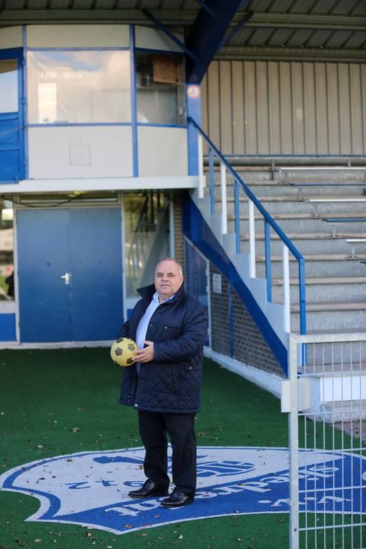 Tom Pauw, supervrijwilliger bij voetbalvereniging Sliedrecht, zou nog wel eens 'pupil van de week' willen zijn.