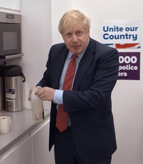 Theezakjesgate in Groot-Brittannië: 'Onze premier kan niet eens een kopje thee zetten'