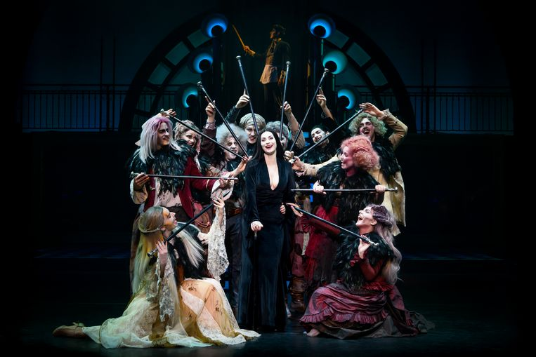 Morticia Addams (Pia Douwes) in The Addams Family. Beeld Margot de Heide