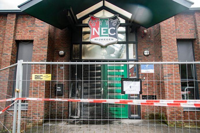 Brand heeft de entree van trainingscomplex De Eendracht flink beschadigd.