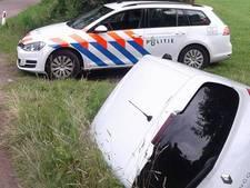 Beschonken bestuurder rijdt auto de greppel in bij Nijkerk