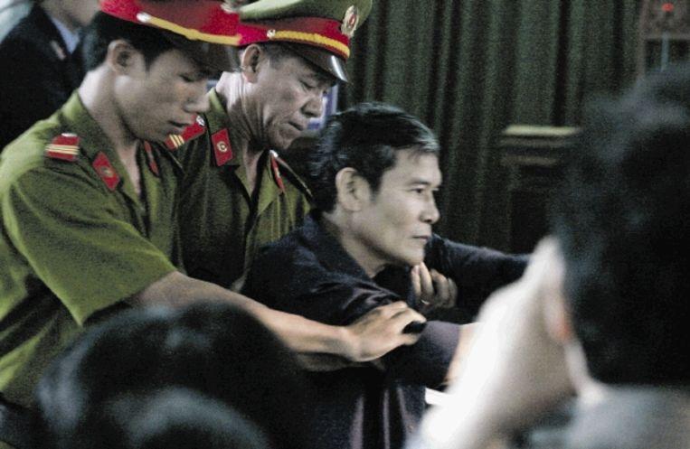 Marchant wilde de Vietnamese dissident Thadeus Nguyen Van Ly, hier tijdens zijn rechtszaak in 2007, bezoeken. (FOTO REUTERS) Beeld REUTERS