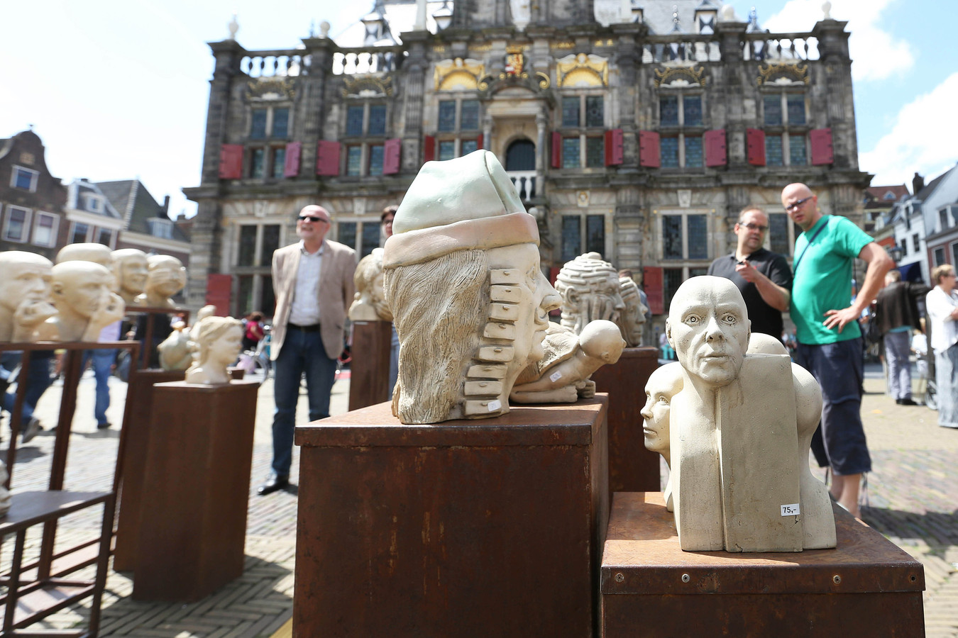 Delft Keramiek op de Markt - archieffoto.