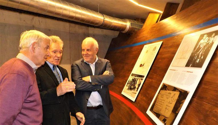 Oud-wielrenner Freddy Helsen (tweede van links) op de openingsdag van De Velodroom.