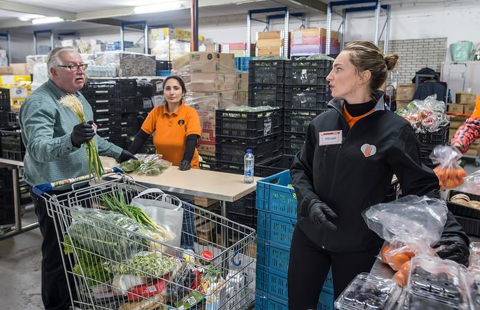 Recent beeld van de voedselbank in Breda, een van de 32 voedselbanken die ook vanuit het distributiecentrum in Tilburg veel producten krijgt aangeleverd.