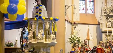 Alaaf in de basiliek, eerste carnavalsmis in Tubbergen is schot in roos