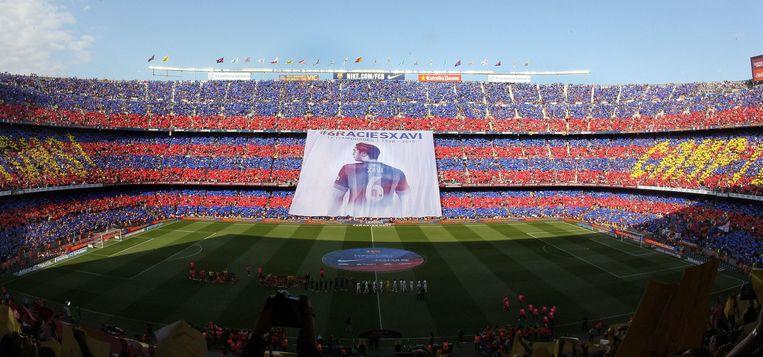 Een ode aan Xavi, gebracht door een dankbaar Camp Nou. Beeld anp
