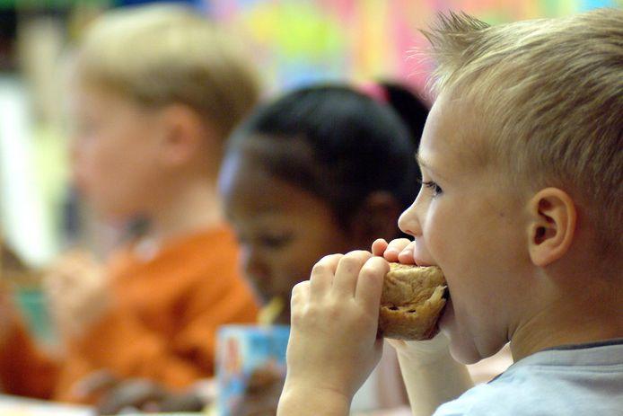 Een goed ontbijt is belangrijk voor kinderen. Ze gaan er beter door presteren op school.
