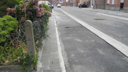 Voetpad in Londerzeelseweg amper twee tegels breed