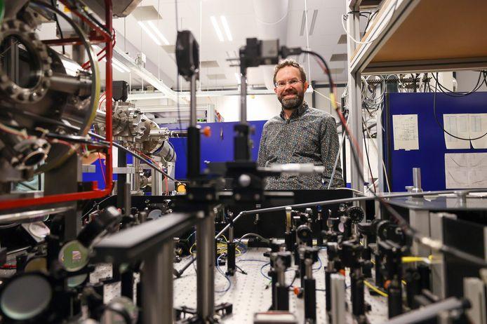 Quantumfysicus Servaas Kokkelmans ontwikkelt een hybride quantumcomputer voor de universiteit.