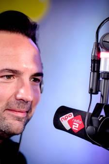 Gerard Ekdom leest ode van Brabantse journalist aan 'zwoele stem' van Carmen voor op Radio 2