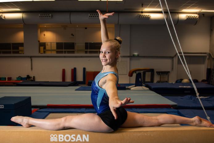 """Sara van Disseldorp vindt het spannend bij Oranje: ,,Ik moet nu tegen de top van Nederland turnen. Tegen olympisch kampioen Sanne Wevers zelfs. Maar ik hoef ze niet gelijk te verslaan."""""""