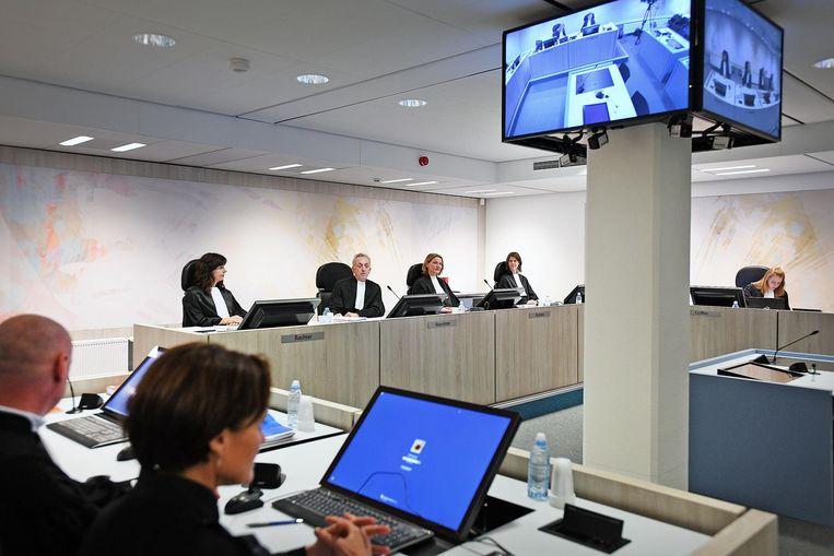 De rechters zitten klaar voor de start van het proces Beeld Guus Dubbelman / de Volkskrant