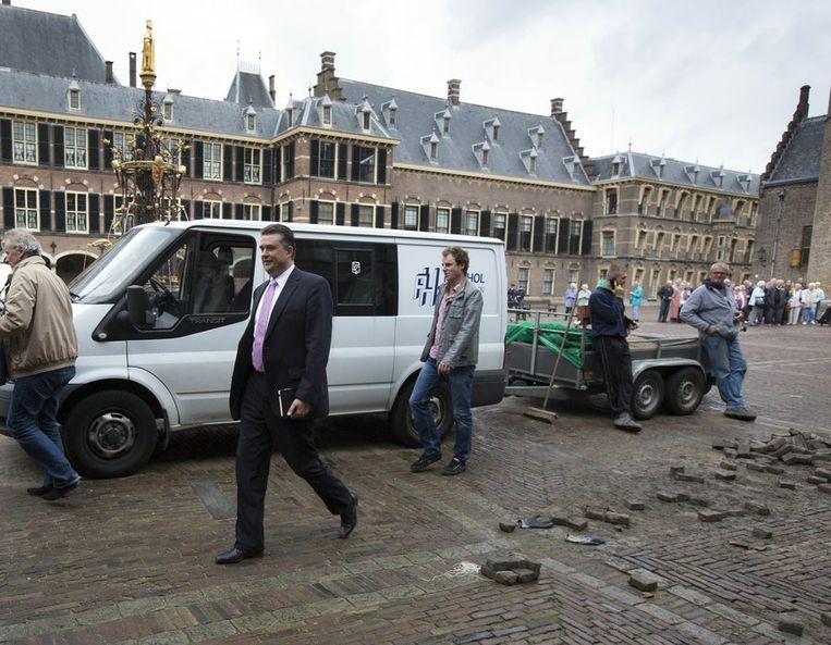SP-fractievoorzitter Emile Roemer komt aan op het Binnenhof voor zijn gesprek met verkenner Henk Kamp. Beeld anp