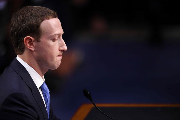Facebook CEO Mark Zuckerberg testifies before a joint hearing of the US Senate Commerce, Science and Transportation Committee and Senate Judiciary Committee on Capitol Hill, April 10, 2018 in Washington, DC. Zuckerberg offered apologies to US lawmakers Tuesday as he made a long-awaited appearance in a congressional hearing on the hijacking of personal data on millions of users. / AFP PHOTO / JIM WATSON Beeld AFP