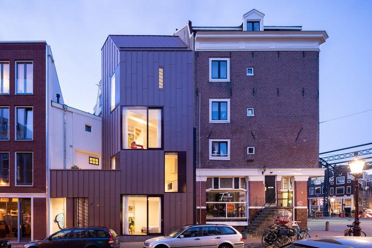 De buitenkant van de 'ingeplugde'woning naar ontwerp van architect Lada Hršak in de Amsterdamse Jordaan. Beeld Iwan Baan