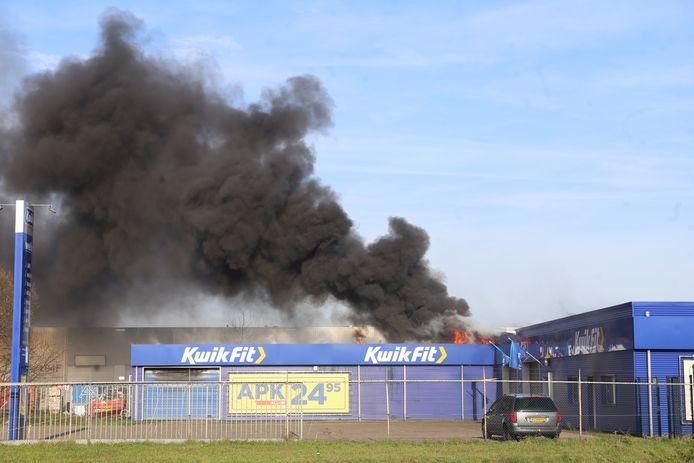 Brand bij Kwik-Fit in Etten-Leur