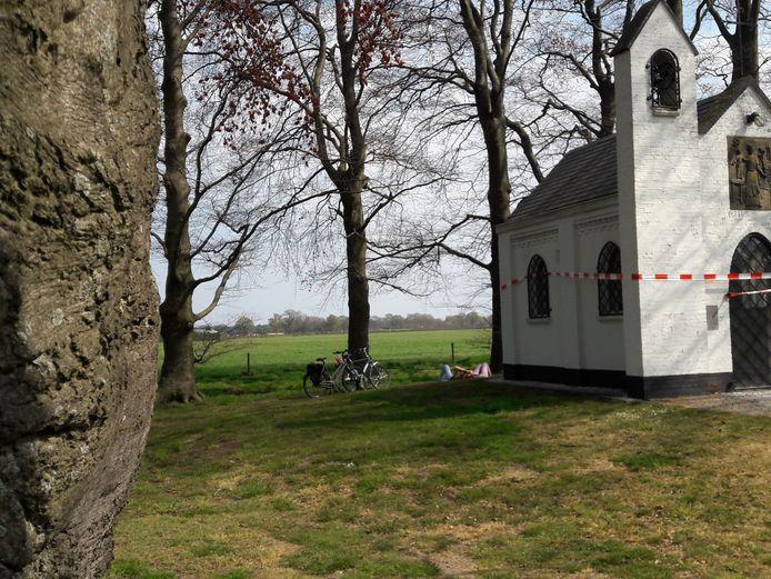 Het Jozefkapelletje van Westerwijk, buurtschap van Biest-Houtakker, is aan brandstichters ten prooi gevallen