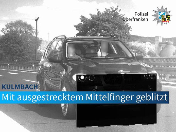 Het opsteken van een middelvinger kwam een 26-jarige Duitser duur te staan.