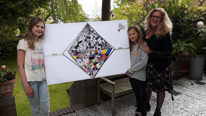 Claire, Nynke en schilderlerares Marion Janssen - Quaadvliet bij hun 'Victory Boogie Woogie'