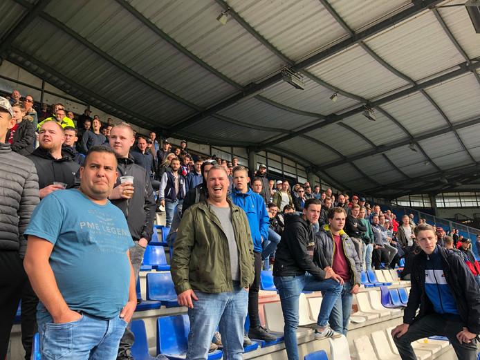 Supporters tijdens de laatste training van Willem II.