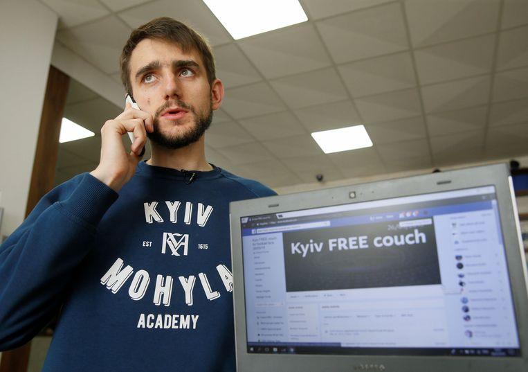 De 27-jarige student Victor Kylymar richtte een Facebook-groep op met de naam 'Kyiv free couch' om de getroffen supporters onderdak te bieden.