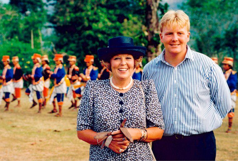 Koningin Beatrix, prins Claus en kroonprins Willem Alexander brachten in 1995  een tiendaags staatsbezoek aan Indonesie.   Beeld ANP Photo/Royal Images/Capital Photos
