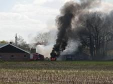 Brandende autobanden zorgen voor flinke rookwolken boven Hengelo en Deurningen